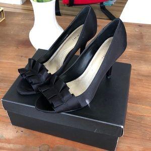 Tahari heels black satin Sloan size 8 worn once